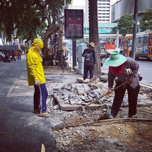 Manual labour on the streets of Bangkok Thailand . Streetphotography Seeninthecity Peoplewatching