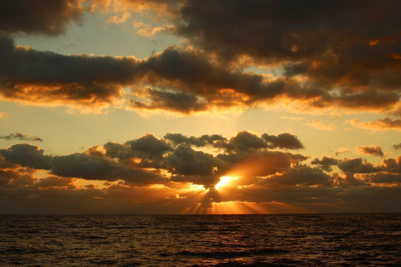 sunset, sea, scenics, sun, sky, horizon over water, beauty in nature, nature, water, tranquil scene, tranquility, silhouette, idyllic, dramatic sky, cloud - sky, sunlight, outdoors, horizon, no people, beach