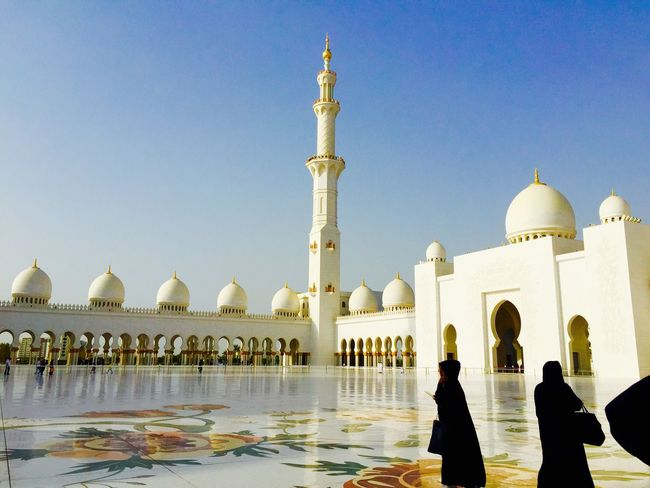 Abu Dhabi Abudhabi Sheikh Zayed Grand Mosque Mosque Travelingtheworld  Travelphotography Tourism Travel Photography Travel Destinations Sightseeing Architecturelovers Architectural Detail Architecture_collection Architecture Women Traditional Clothing Tourists Dome Pillars Religious Architecture Religious Icons