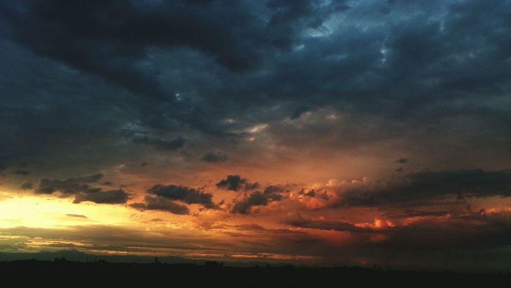 Sky Clouds Storm Beautiful Gloomy Sunset Photographer Passion Skyporn Skyhunter