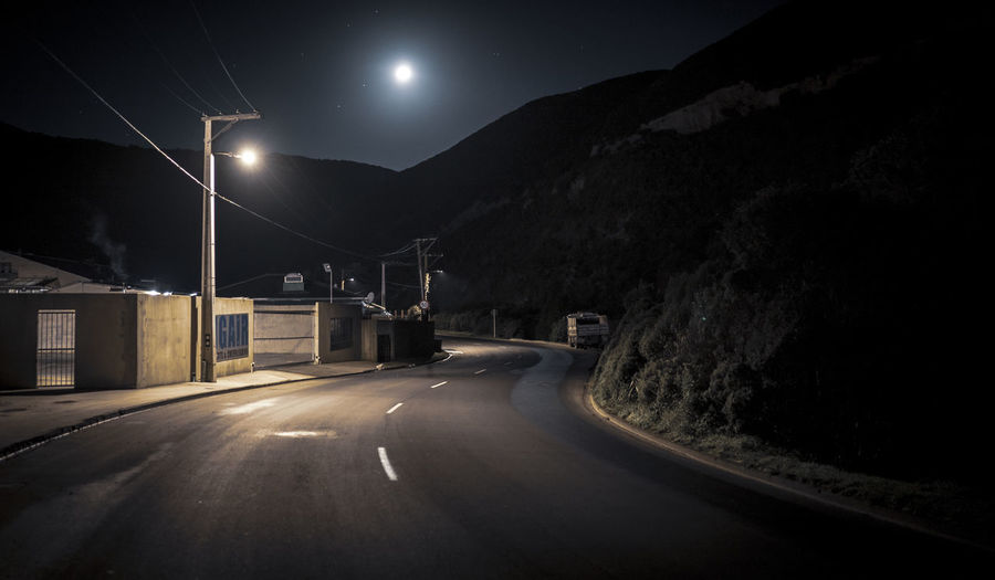 happy valley Noire Night Moon Road