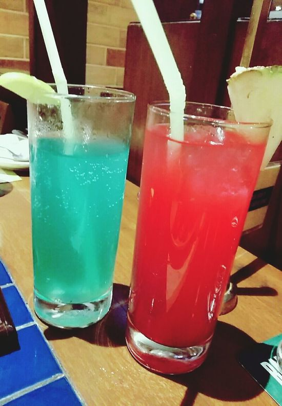 Pacific Blue ( Litchi ) & Red Alarm ( Pineapple , Apple & Strawberry ) Drinks Mocktails at Barbequenation , Kolkata !