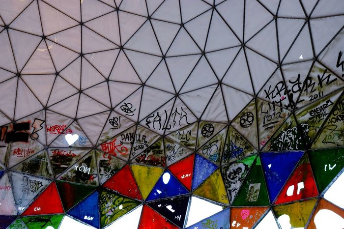 Grafitti Abandoned Places Multi Colored Full Frame Triangle Shape Pattern Architecture Built Structure Close-up Triangle Ceiling Geometric Shape Architectural Feature
