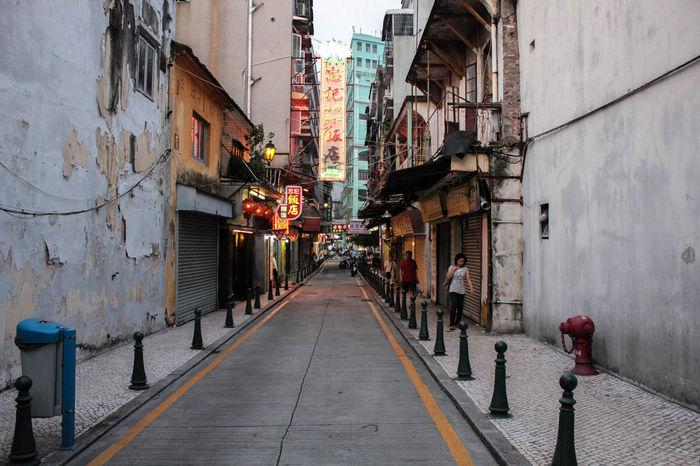 Streets China China Photos Chinatown Dark HongKong Hongkong Photos Hongkongcity Hongkonger Hongkongfood Old Shadow Streets
