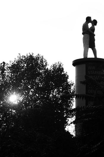 Düsseldorf, Germany Deutschland Düsseldorf Gegenlicht NRW Silhouette Sonnenuntergang Bnw Clear Sky Litfaßsäule Outdoors People Real People Schwarzweiß Sky Sunset Säulenheilige  Two People