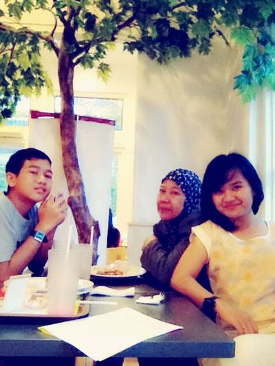 Late lunch with Fam :*