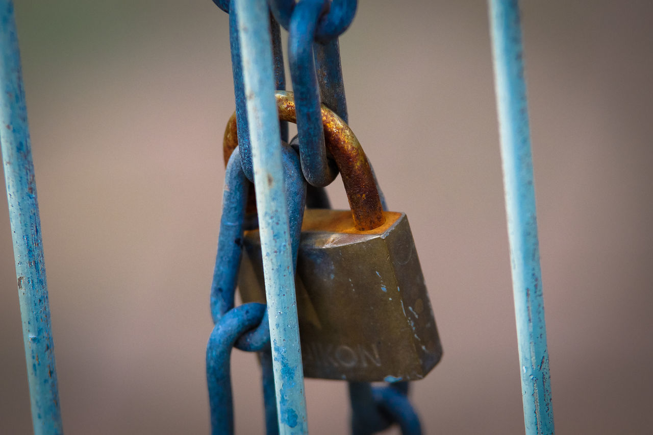 metal, strength, close-up, connection, chain, no people, outdoors, rusty, blue, day