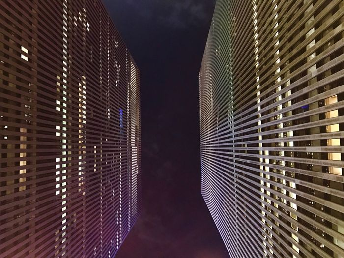 Tall - High NovaIorque Modern Sky Architectural Feature Office Building No People Diminishing Perspective Illuminated Building Story Engineering Prédios em NYC First Eyeem Photo