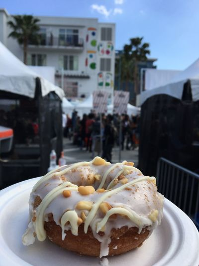 Donut Vegan Food Food And Drink Freshness Sweet Food Dessert Sweet Indulgence Close-up Plate Temptation Incidental People Focus On Foreground Ready-to-eat Unhealthy Eating Cake Built Structure Architecture Building Exterior Baked Day