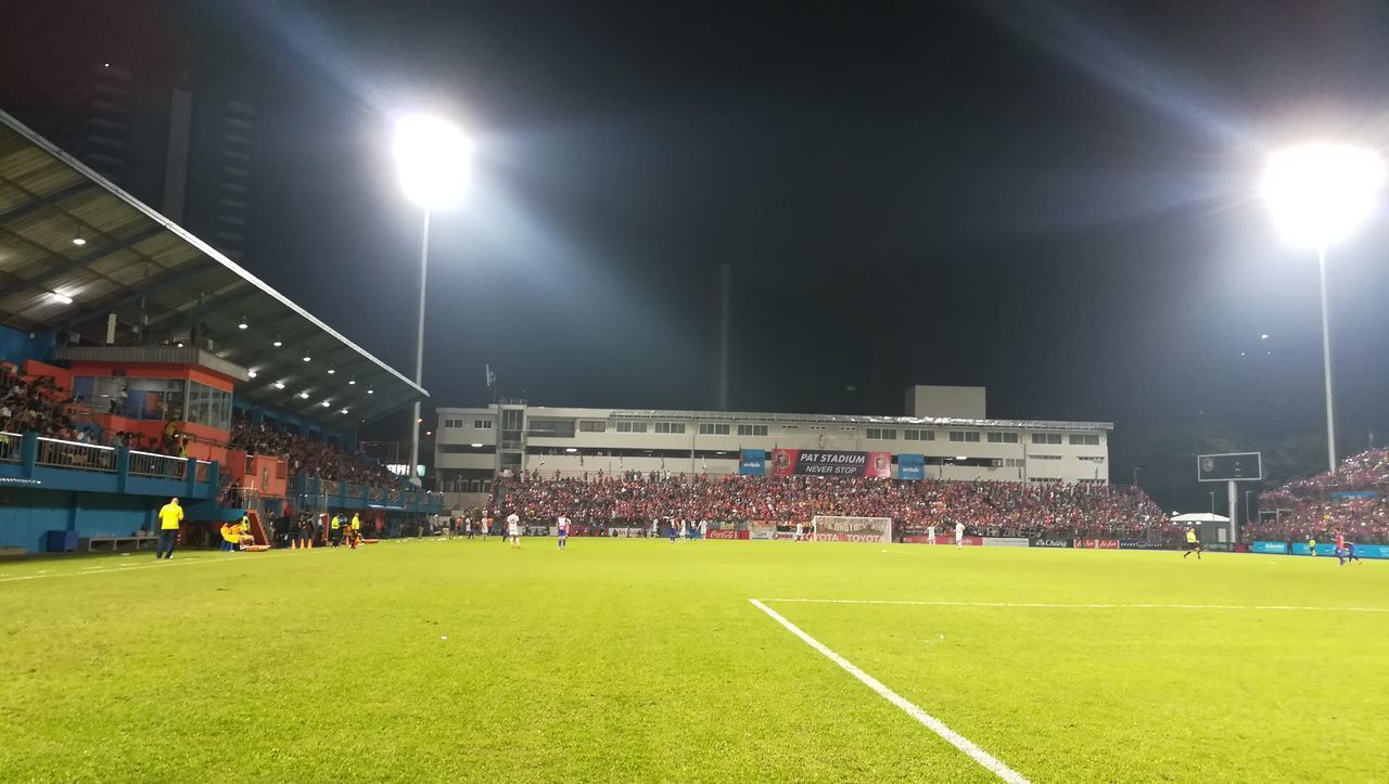 night, grass, stadium, floodlight, soccer, illuminated, soccer field, real people, large group of people, lens flare, playing field, men, sport, playing, outdoors, competitive sport, sportsman, team sport, soccer player, floodlit, architecture, competition, sky, sports team, people