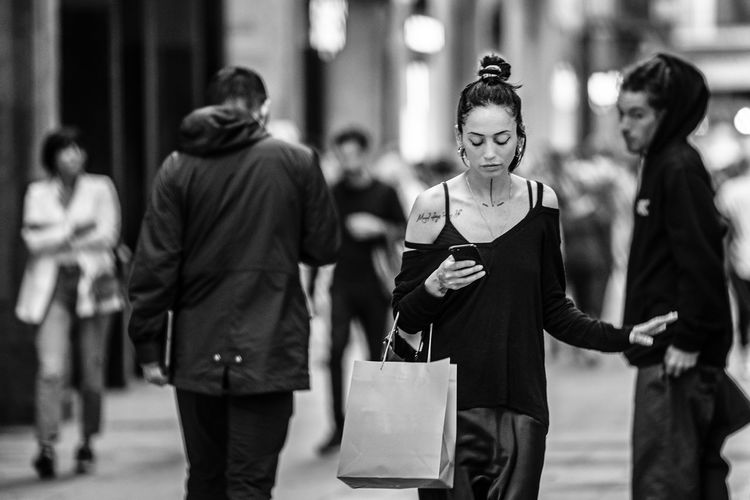 """""""Focus"""" Focus On Foreground Women Walking Real People City Bag Incidental People Group Of People Casual Clothing Street Lifestyles Three Quarter Length People Adult Shopping Bag Leisure Activity City Life Day Young Adult Architecture Consumerism Beautiful Woman"""
