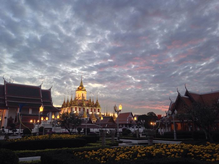 Thai temple Temple Light Evening Bangkok Sundown Street Walking Around Mahachai Road Pass Through Snap Bangkok Scenery