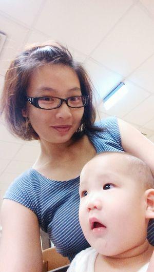 等待的時間,無聊和兒子玩自拍 Jayden Changhua, Taiwan Hospital