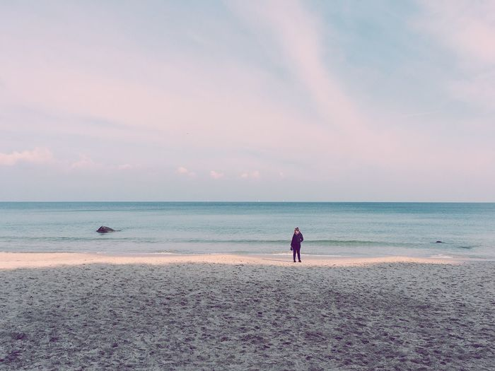 Sea Beach Horizon Over Water Beauty In Nature Water Scenics Sand Nature Sky Tranquility Sunset Tranquil Scene One Person Real People Vacations Cloud - Sky Wave Full Length Outdoors Men