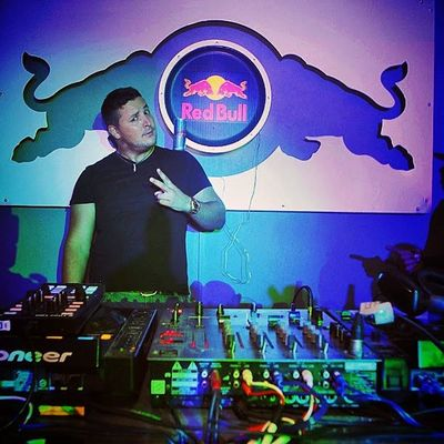 Giooooood Ricca dropping sets back to back powered by @redbullza RBZAwings GivesYouWings Redbullza RedBull Shooteditsleeprepeat