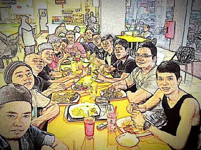 Throwback Lunch Time! Wefie Hanging Out With Friends Bestfriends Great Time Together Student Life Portrait Of A Friend ???