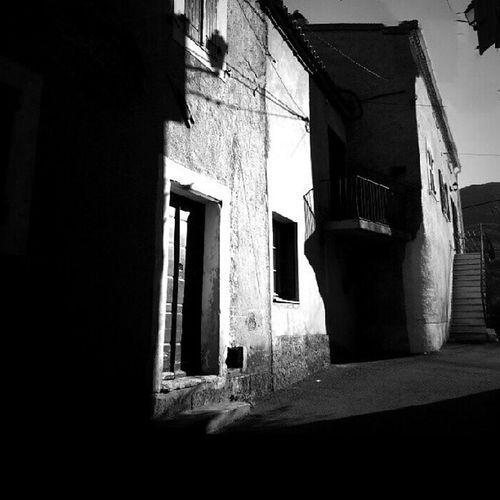 Entre ombre et lumière pour A_la_maniere_de @bluecost ... bonne soirée a vous ... des bisous @stefania131313 @mcg_1978. .