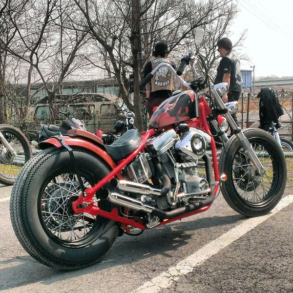 Sunday chop chicken race Harleydavidson Evo Chopper Bobber