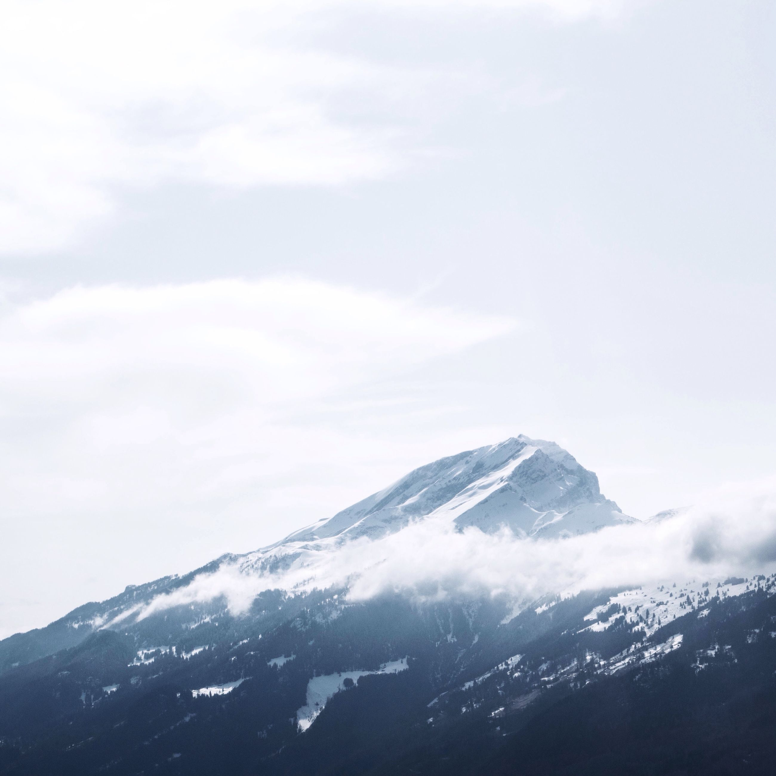 snow, winter, cold temperature, mountain, season, weather, scenics, mountain range, tranquil scene, snowcapped mountain, tranquility, beauty in nature, covering, sky, nature, landscape, white color, cloud - sky, majestic, idyllic