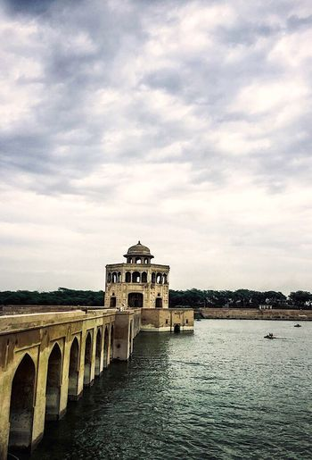 I try to let others enjoy seeing how perfect and accurate the ancient Hiran Minar Sheikhupura Architecture Built Structure Sky Cloud - Sky Popular Hanging Neighborhood Arround Me Hello World This Week On Eyeem We Are Photography, We Are EyeEm Looking At Camera Multi Colored You Raise Me Up✨ Check This Out Resist! Togetherness Eyem Diversity EyEmNewHere Neighbourhood Nature No People Close-up