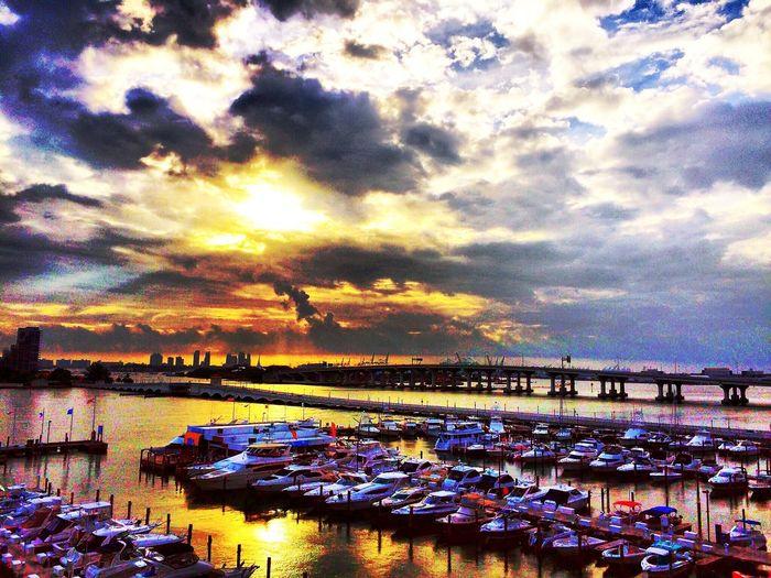 Miami FL 🇺🇸☀️ Sunset #sun #clouds #skylovers #sky #nature #beautifulinnature #naturalbeauty #photography #landscape EyeEm Gallery My Smartphone Life EyeEm Best Shots EyeEmBestPics EyeEm HDR EyeEmBestEdits EyeEm Nature Lover Miami Heaven 🇺🇸☀️FL