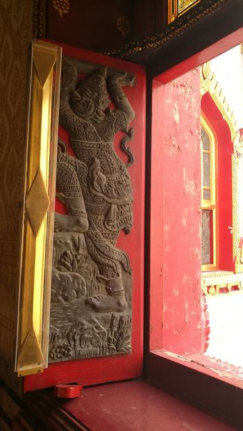 T e m p l e Door Red No People Temple Bangkok Rchitecture Day Close-up Indoors  Art Window City Coulture