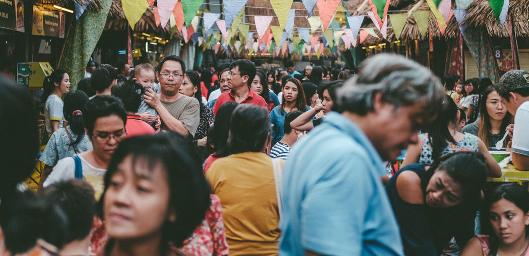 crowds in food market Crowds Market Adult Adults Only City Crowd Crowded Day Festival Kuliner Food Festival Food Market Jajanan Kuliner Kuliner Indonesia Large Group Of People Makan Man And Woman Market Stall Men Outdoors Pasar People Real People Togetherness Women