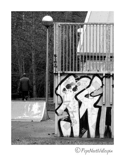 Poladesiero Graffiti & Streetart Rionora Pola De Siero Outdoors Blancoynegro Black&white Black And White Blackandwhite Photography Blackandwhite Blackandwhitephotography Black And White Photography One Person