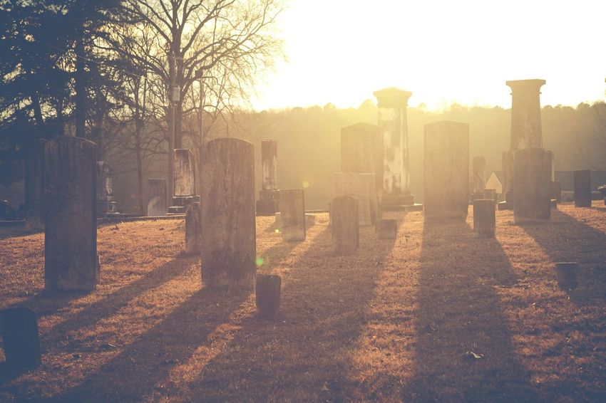 Sunset Light And Shadow Travel Photography EyeEm Best Shots Cemetery Cemetery_shots Old Cemetery Light Light Up Your Life Perspective