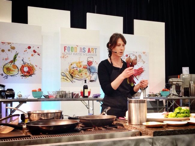 My friend Chef Katie giving a Cookingdemo at the SL Home Show. Chef TopChef Food