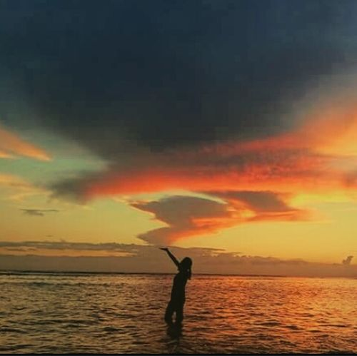 That's Me :) Taking Photos Enjoying Life Silhouettephotography Eyeem Philippines Sea And Sky I Love Sunsets Life Is A Beach