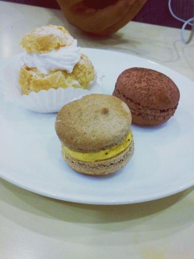 cream puff w macaroons