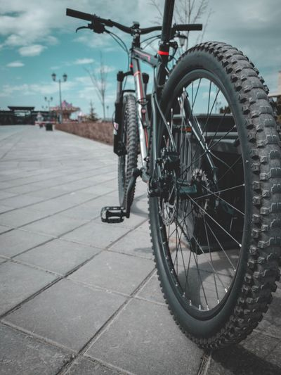 Bicycle Transportation Mode Of Transportation Land Vehicle City Street Travel Wheel Lifestyles Day Road Cycling Full Length Architecture Ride Rear View Riding
