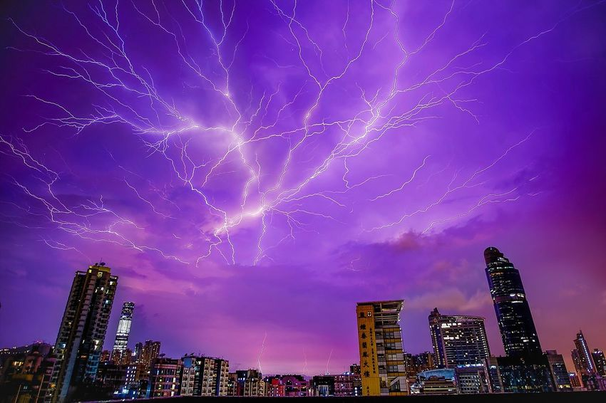 The Great Outdoors - 2015 EyeEm Awards Hong Kong Light And Shadow EyeEm Nature Lover The Moment - 2015 EyeEm Awards Magic Hour Lightning Lightning Storm