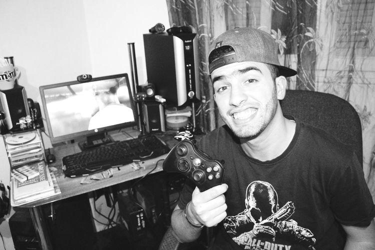 Gaming Gaming Time Gamingcomputer Gaming ✌❤ Smiling Fun Looking At Camera Photography