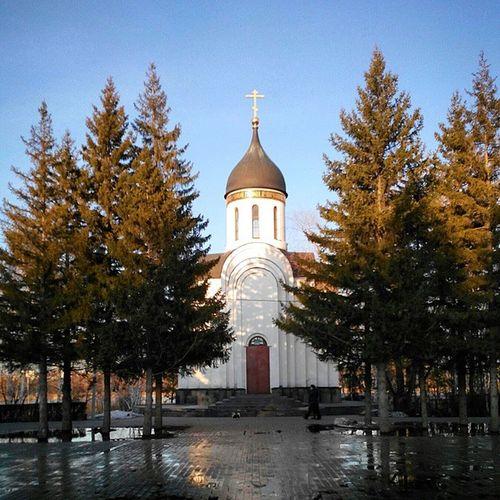 омск весна вечернийомск веснаидет сибирь паркпобеды Церковь Omsk Siberia Spring April VICTORYPARK Church