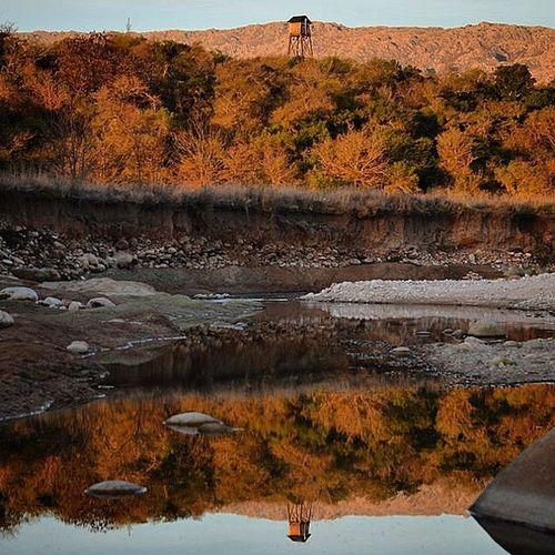 Reflejo Rio Nono Traslasierra Vacaciones Cordoba Argentina atardecer
