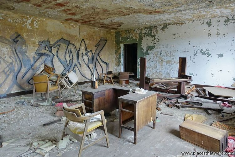 Chairs and table in abandoned room