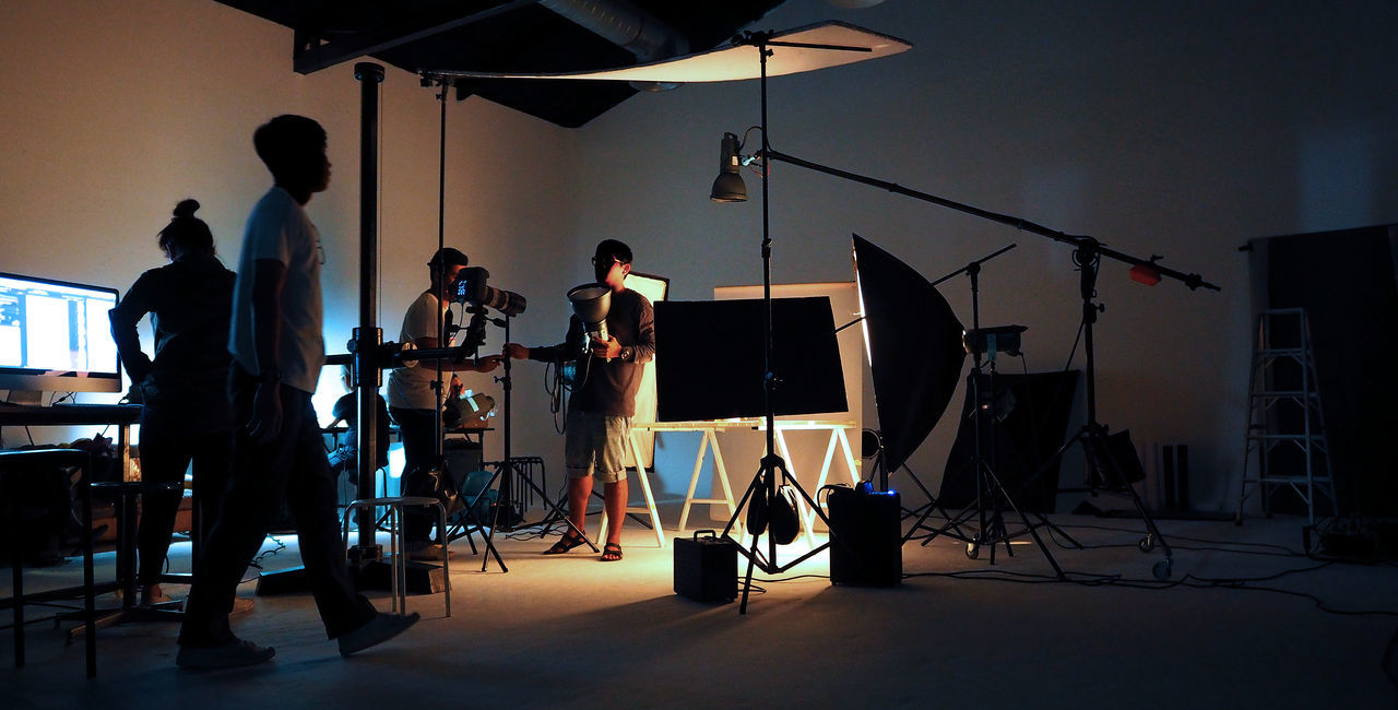 studio, arts culture and entertainment, real people, lighting equipment, film industry, photography themes, standing, behind the scenes, performance, indoors, filming, men, people