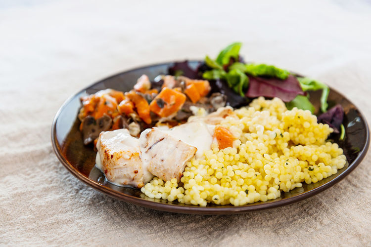 chicken peas, carrots, mushrooms and sauce Chicken Sauce Dinner Background Peas Food Green White Carrots Meal Delicious Restaurant Tasty Cooking Cuisine Dish Meat Vegetable Plate Mushrooms Healthy Fresh Mushroom Steak Gourmet Lunch Rice Food And Drink Freshness Ready-to-eat No People Indoors