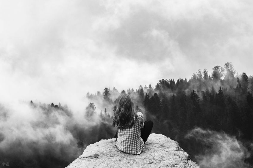 Am Ende des Weges Monochrome Monoart Lucky's Monochrome Black And White Black & White Fog Foggy View Beauty In Nature Nature Tree Sky Girl Young Adult Sitting Sadness Emptiness Tranquility Silence Mood Shootermag EyeEm Gallery Photomanipulation Lucky's Mood Hill
