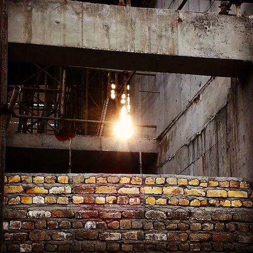 . در سرما و تاریکی امیدمان به خورشید است پس بتاب . Sun Sunshine Solarization Construction Effulgence Light