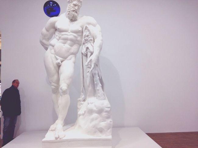 Jeff Koons Exposition Paris Centre Georges Pompidou Man Looking Ass Statue Tallest