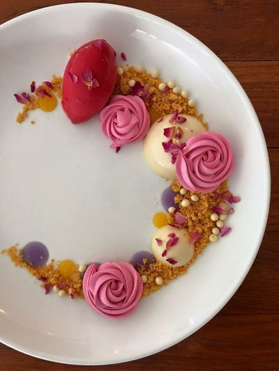 Flower dessert on plate Beautiful Dessert On Plate Valentine's Day  Decoration Flower Food Flower Photography Girls Love Sweet Yummy