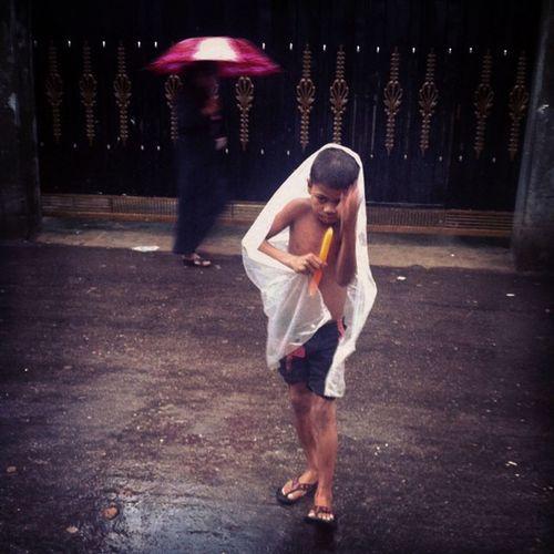 ahh .. monsoon ! Js Jashimsalam Street People Monsoon Rain Season  Dailylife Photojournalism Documentary Iphoneonly Umbrella Cover Girl Children Follogram Me Bestoftheday Instabest Insta Instagood Instagram Chottogram The Portraitist - 2017 EyeEm Awards The Street Photographer - 2017 EyeEm Awards The Photojournalist - 2017 EyeEm Awards