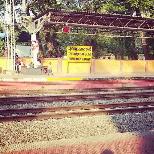 Off to Home!! Trainwaiting Morning Withreeman 😊😇🏡👪