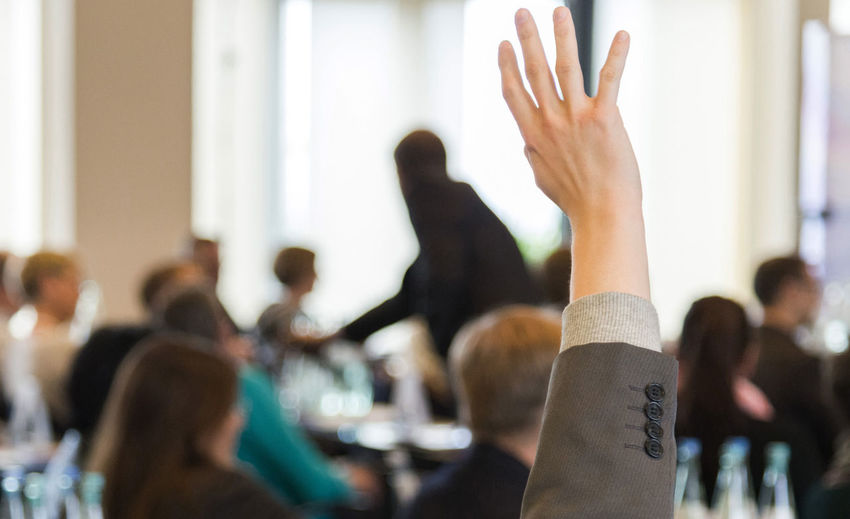 Business Meeting Discussion Event Adult Body Part Business Crowd Focus On Foreground Form Of Communication Group Of People Hand Hand Raised Human Arm Human Body Part Indoors  Large Group Of People Real People Veranstaltung