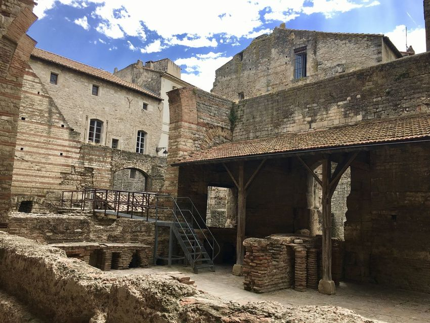 Arles Constantino Thermes Documentaryphotography Rosafrancomendoza Photography Arles, France Architecture Built Structure Building Exterior Building Old History Sky Outdoors Residential District Abandoned House No People Day Window The Past Nature Wall Wall - Building Feature Stone Wall Sunlight