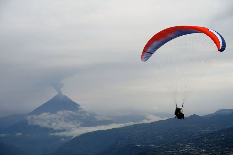 Lost In The Landscape Tungurahua Adventure Baños De Agua Santa Beauty In Nature Day Ecuador Extreme Sports Flying Leisure Activity Lifestyles Mid-air Mountain Nature One Person Outdoors Parachute Paragliding People Real People RISK Scenics Sky Unrecognizable Person Volcano