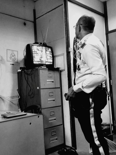 Watching 📺 PDRM Trafik Polis Jsptkl Working Standing Full Length Men Cabinet Occupation Mid Adult Paint Roller Repairman Paint Can Electrician  Wrench  Brush Installing Home Improvement Maintenance Engineer Home Addition Step Ladder DIY Toolbox Refrigerator Auto Mechanic Repair Shop Renovation Mechanic